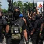 ABD'li siyahiler silahlarla sokaklara çıktı: Savaş meydanına gelin çağrısı
