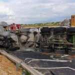 Feci kaza! Polonya'da yolcu otobüsü ile 2 TIR çarpıştı