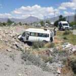 Van'da yolcu minibüsü şarampole devrildi: Çok sayıda yaralı var