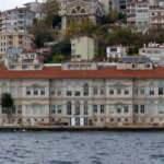 Dekan 'Geleneksel Türk Sanatlarına' 'yobazlık' dedi!