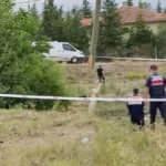 Jandarma tarlada dedektörle altın aradı
