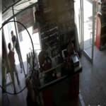 Erzincan'da müşteri ile market sahibi kavgası kameraya yansıdı