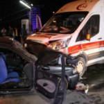 Otomobil, ambulansa çarptı: Ölü ve yaralılar var