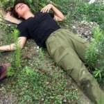 Sakarya'da genç kadını darbedip, yol kenarına attılar