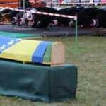 Bosna Hersek'teki katliamın 6 kurbanı daha toprağa verildi