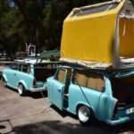 Klasik otomobilinden çekme karavan yaptı