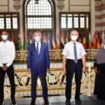 Türkiye'de uzmanlık eğitimlerini bitiren Somalili hekimler ülkelerine uğurlandı