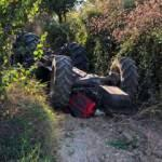 Feci kaza! Baba-oğul traktörün altında kaldılar...