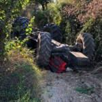 Sakarya'da feci kaza: Baba-oğul traktörün altında kaldı