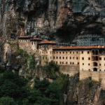 Sümela Manastırı ziyaretçilerini ağırlamaya başladı
