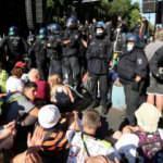Alman yetkililerinden 'sosyal mesafesiz' gösterilere tepki