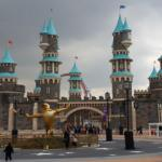 İstanbul'un eğlence adresi: Vialand Tema Parkı yani İsfanbul