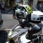 Kaskı başı yerine aynaya takan motosiklet sürücüsü kazada yaralandı