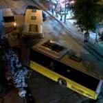 Sultangazi'de İETT otobüsü ortadan ikiye ayrıldı