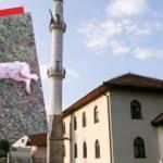 Bosna Hersek'teki bir camiye çirkin saldırı! Domuz leşi bıraktılar