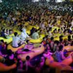 Çin Wuhan'daki havuz partilerini savundu