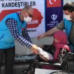 TDV, dünyanın en büyük sığınmacı kampında kurban eti dağıttı
