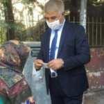 Vali ile yaşlı kadının maske pazarlığı
