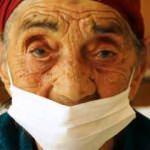 93 yaşında koronayı yendi, hastaneden alkışlarla uğurlandı
