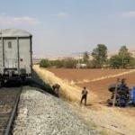 Elazığ'da trenin çarptığı traktörün sürücüsü hayatını kaybetti