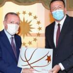 TBF Başkanı Türkoğlu'ndan Başkan Erdoğan'a kitap takdimi