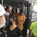 40 kişiyle sosyal mesafesiz minibüs yolculuğu