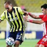 Fenerbahçe 4 futbolcuya lisans çıkardı