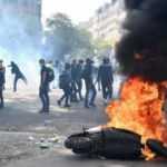 Sarı yelekliler Fransa'yı yakıp yıkıp polisle çatıştı