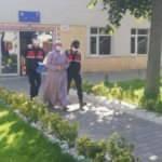 Hapis cezasıyla aranan FETÖ'cü akrabasının evinde yakalandı