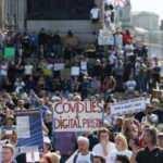 İngiltere'de karantina karşıtı protesto