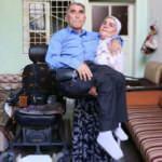 10 yıldır kocasını kucağında taşıyor!