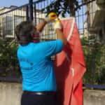 Çöpteki bayrağı çıkaran temizlik işçisi ödüllendirildi