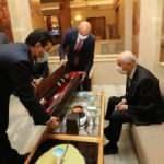 Bahçeli'ye 'Fetih Suresi' yazılı kılıç hediye edildi