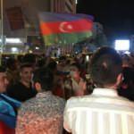 İstanbul'da vatandaşlar Ermenistan'ı kınayarak Azerbaycan'a destekte bulundu
