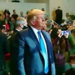 Papazdan Trump'a olay sözler: Tanrı seçimde tarafını seçti
