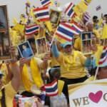 Ülkede binler hükümete karşı yürüdü: Kralımıza dokunmayın