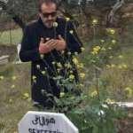 Mehmet Şef babasının mezarında! Babam 98 gün oldu ayrılalı