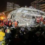 İzmir'deki depremde yaralanan 15 kişinin tedavisi sürüyor