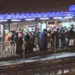 Kısıtlamaya dakikalar kala Cevizlibağ metrobüs durağındaki yoğunluk böyle görüntülendi!