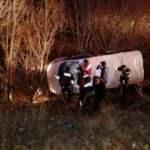 Feci kaza! Kaçak göçmenleri taşıyan araç devrildi