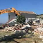 Dalaman'da sahibinin iki gün direndiği kaçak villa yıkıldı