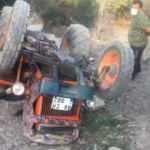 Devrilen traktörün altında kalan yaşlı çift öldü