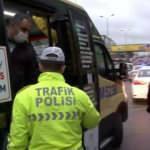 Minibüsten indirilen yolcudan polise ilginç tepki: Polis aracıyla mı bırakacaksınız ağabey