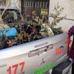 Balkonunda yetiştirdiği 100 fidanı orman teşkilatına bağışladı
