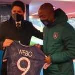 PSG Başkanı, Webo'ya forma hediye etti