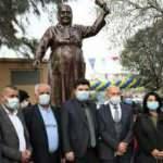 CHP'li İzmir Belediyesi'nden büyük bir hizmet: Heykelini diktiler