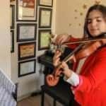 Keman sanatçısı 13 yaşındaki Elif, ABD'deki yarışmada üçüncü oldu