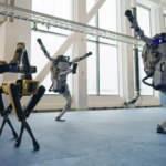 Boston Dynamics'in robotlarından 'Do You Love Me' eşliğinde dans resitali