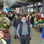 Çanakkale'de pazar yerlerinde sosyal mesafe unutuldu
