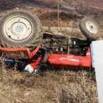 Devrilen traktörün altında kalan itfaiye eri, hayatını kaybetti